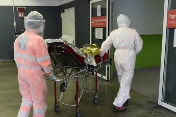 Coronavirus, quasi 244mila morti nel mondo