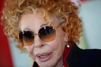 Ornella Vanoni: Se Silvia Romano era così felice perché lo Stato ha regalato 4 mln a terroristi?