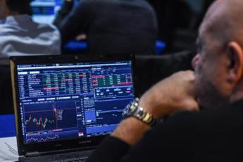 Ftse Mib in positivo, spread in calo in attesa di S&P