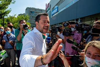 Salvini contestato dal figlio della Lucarelli