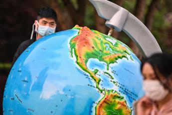 Coronavirus, Oms: Pandemia costa 375 mld dollari al mese