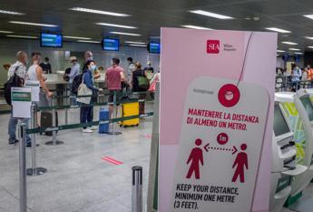 Covid, Sileri: Preoccupa chi torna da vacanze più che migranti