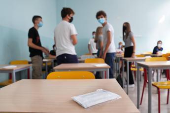 School, change mask every 4 hours
