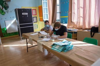 Election day, riaperti i seggi: si vota fino alle 15