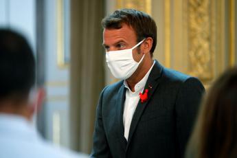Covid Francia, allentamento restrizioni ma resta confinamento