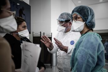 Covid, oltre 20mila contagi in Francia in 24 ore