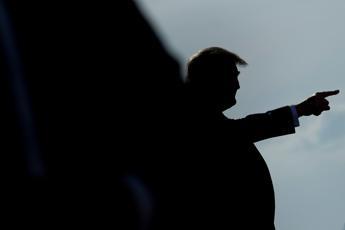 Trump: Gente stanca di sentire Fauci e questi idioti