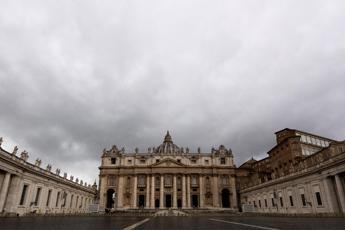 Covid, morto il medico del Papa
