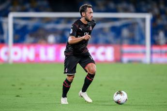 Parma ko 3-1 in rimonta, il Milan aggancia il Napoli
