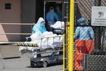 Coronavirus, torna crescere numero morti in Usa: 2.772 in 24 ore