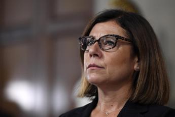 Alitalia, De Micheli: La newco sarà senza debiti