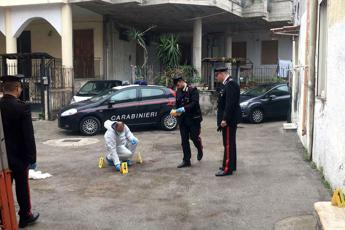 Napoli, 39enne preso a martellate durante una lite: è grave