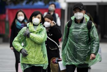 Virus Cina, le vittime sono 56