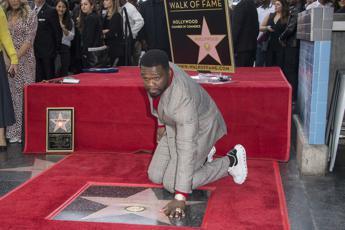 50 Cent sulla Walk of Fame 'scortato' da Eminem e Dr. Dre