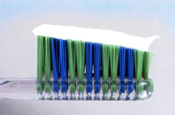 Triclosan nei dentifrici, quanto è pericoloso?
