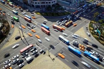 Mobilità, nel 2035 in Italia 1 spostamento su 5 con mezzi non tradizionali