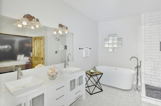 _D2X2673-Master Bathroom-16-A-