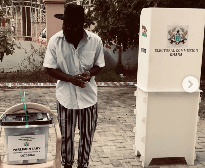 """Rapper M.anifest urges electorate to cast their vote in the ongoing elections. He wrote: """"Fellow Ghanaians, keep it peaceful and stay masked up as you go to the polls. Coro still dey street."""" 
