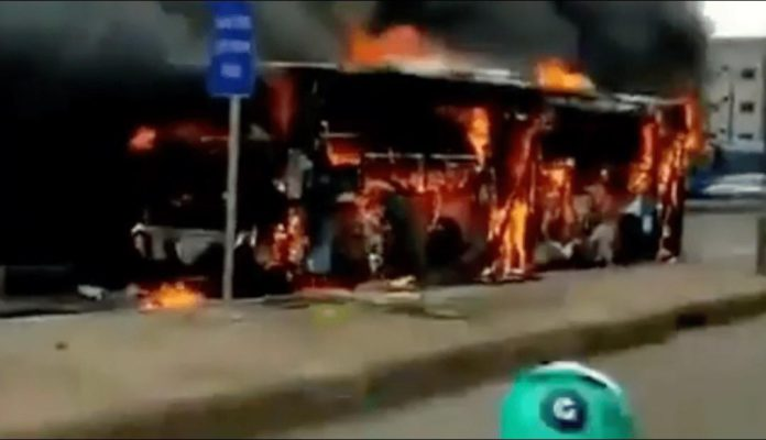 Passengers escape death as moving bus goes up in flames [Watch] 4