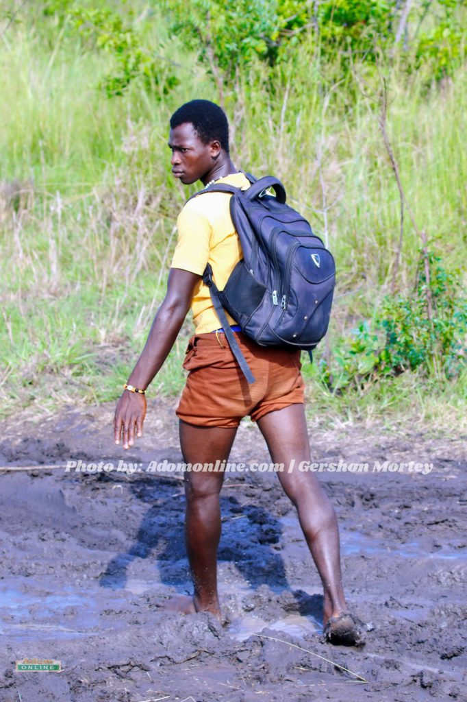 [Video+Photos] Pupils travel 3 hours barefoot on muddy road to school in Accra 2