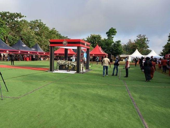 Funeral rites of Sir John underway at Sakora Wonoo [Photos+video] 2