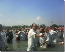 silas malafaia batismo no piscinão