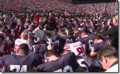Momento-de-Oração-para-o-time-do-Penn-pelo-treinador-Ron