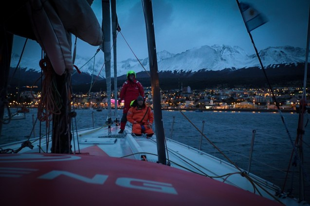 Dongfeng, Volvo Ocean Race, broken, mast, delvery, accident, ushuaia, fix, repairs, shorecrew, Jiru Yang, Wolf, Guillaume Le Tuaud