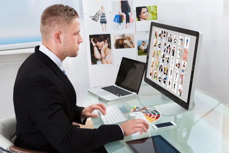 agent looking at an online modeling portfolio