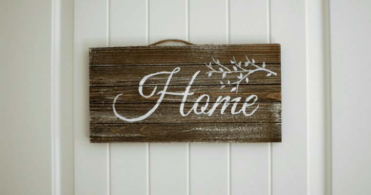 DIY Incredibly Easy Rustic Painted Wood Sign