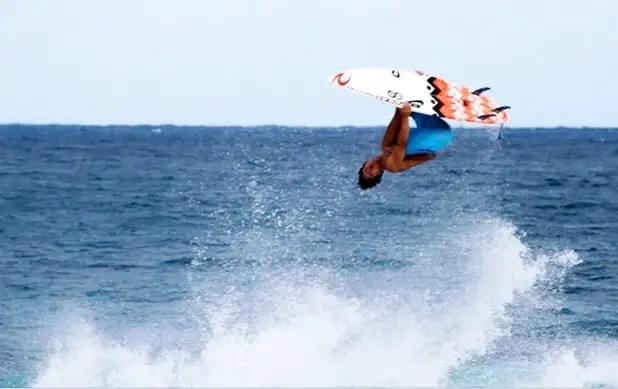 Backflip Medina. Uma das manobras de surf mais inovadoras