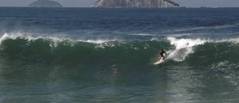 surf praia do leblon - ressaca