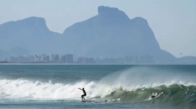 Surf na praia da barra da tijuca