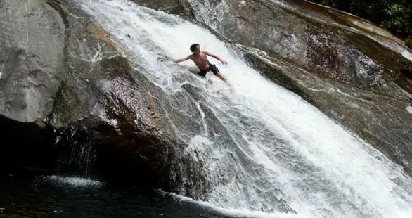 Cachoeira do Escorrega - Escorregando - Maromba
