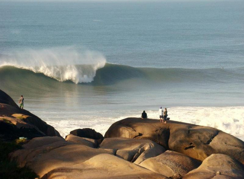Praia da Joaquina, um dos melhores picos de surf do Brasil