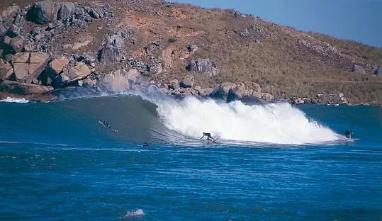 Praia da Vila, um dos melhores picos de surf do Brasil