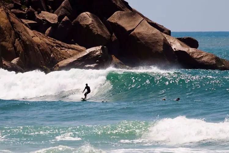 Praia do Tombo, um dos melhores picos de surf do Brasil