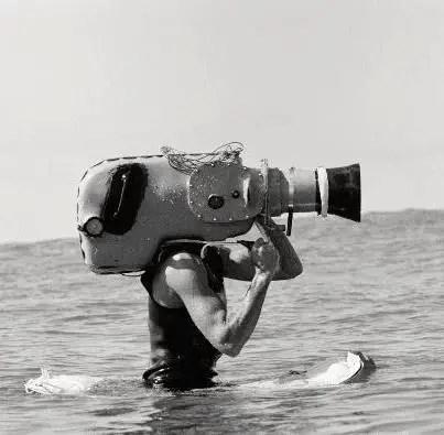 camera man fazendo filmes de surf