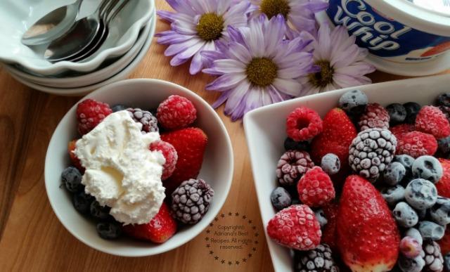 Easy Berries Dessert Recipe #ComidaKraft #ad