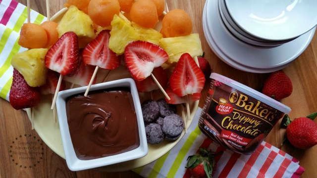 Fruit Skewers with Chocolate Dipping Sauce #ComidaKraft #ad