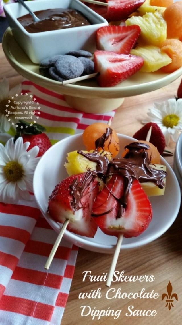 Fruit Skewers with Chocolate Dipping Sauce see recipe at Amigas de Comida Kraft #ComidaKraft #ad