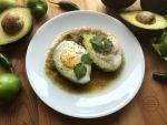 Avocado Egg Breakfast with Salsa Verde inspired in the traditional Huevos Rancheros Recipe