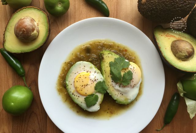 Incorporating avocado and eggs to your breakfast meal is a great idea since both will provide a balanced nutrition #SaboreaUnoHoy #ad