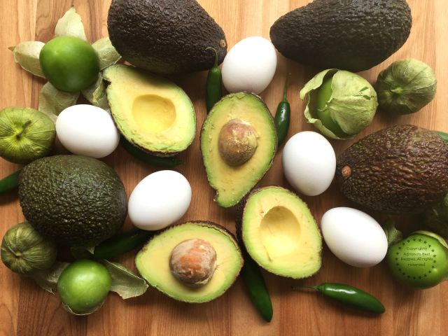 Ingredients for Cooking the Avocado Egg Breakfast with Salsa Verde #SaboreaUnoHoy #ad