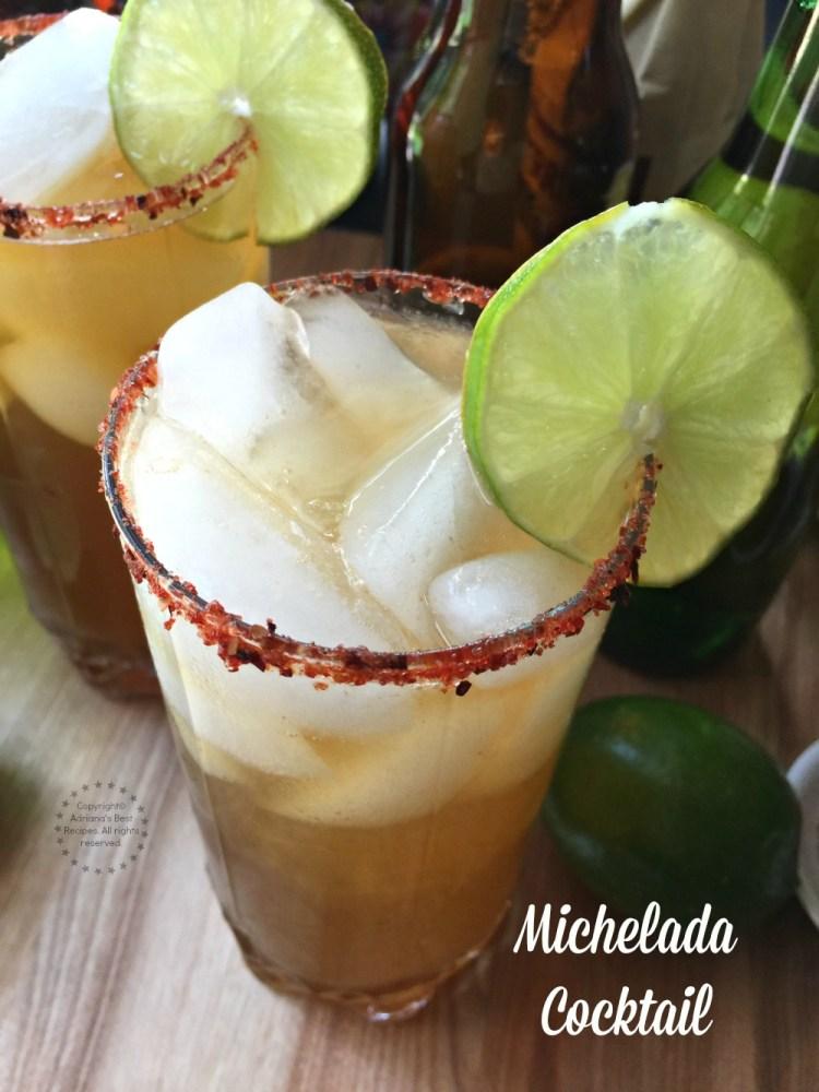 Michelada clásica hecha con cerveza fría, jugo de limón, salsa inglesa y TABASCO