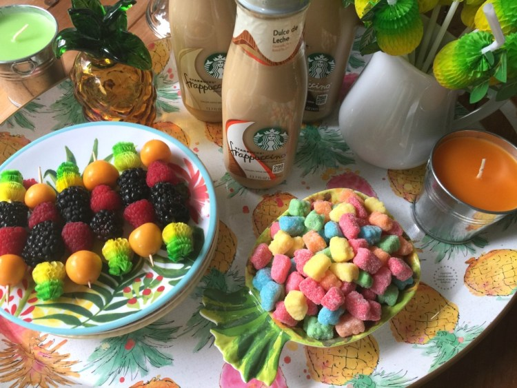 Organizing a tropical indoor picnic is simple