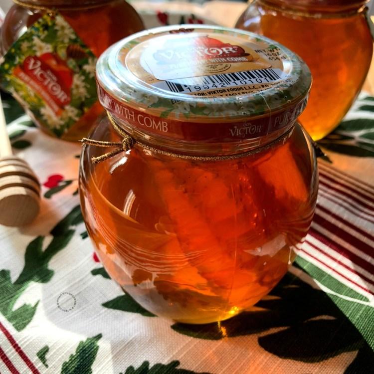 Regalar miel de abeja es un dulce obsequio