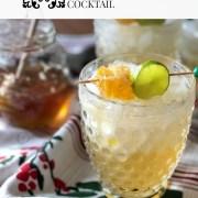 Esta margarita de miel panal contiene jugo de limón fresco, tequila blanco, licor de naranja y un jarabe hecho con miel Don Victor® y panal de abeja que es comestible