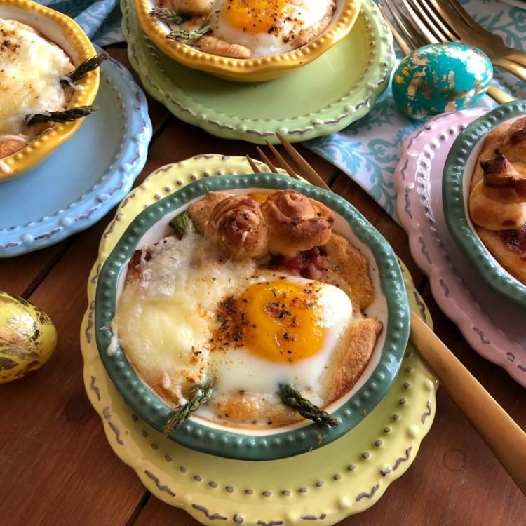 Deliciosos mini pays de huevo con espárragos y tocino para hacer recuerdos con la familia