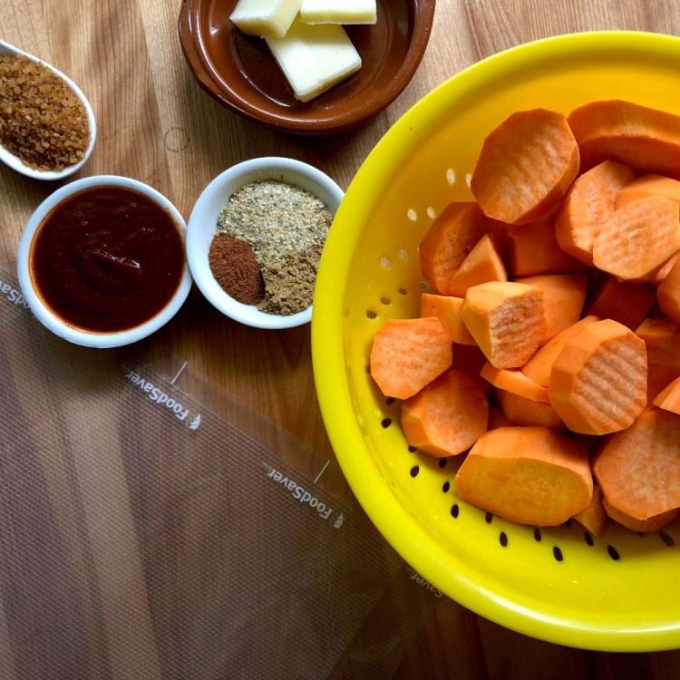 Lista para cocinar las batatas al chipotle en el sous-vide